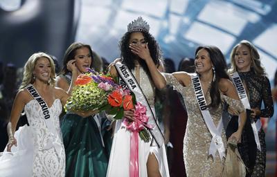 McCullough se impuso sobre otras 50 concursantes y representará a Estados Unidos en el Miss Universo.