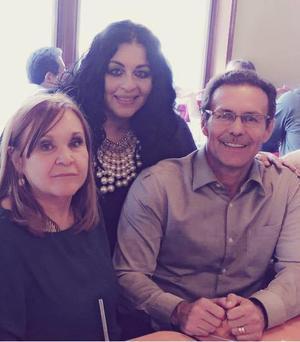 14052017 FESTEJO DEL DíA DEL MAESTRO.  Sarita, Alejandra y Eduardo.