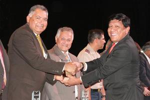 14052017 MERECIDO RECONOCIMIENTO.  El Dr. Raúl Rodríguez Vidal, profesor de la FAFF de la UAdeC Unidad Torreón, fue reconocido por su trayectoria académica como docente por la Comunidad de Instituciones de Educación Superior de La Laguna, A.C. 2017 (CIESLAG).