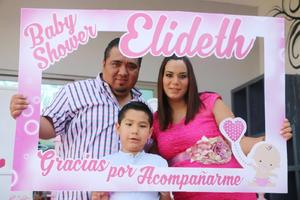 14052017 SERá NIñA.  Elideth Díaz de Galván acompañada de su esposo, José Guadalupe Galván, y su hijo, Emiliano, en el baby shower que se le organizó con motivo del nacimiento de su bebé.