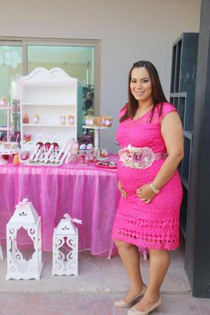 16052017 A PUNTO DE SER MAMá.  Elideth Díaz de Galván en la fiesta de canastilla que se le organizó por el próximo nacimiento de su bebé, que será niña.