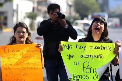 Estudiantes de las carreras de Comunicación y Periodismo también estuvieron presentes en la protesta.