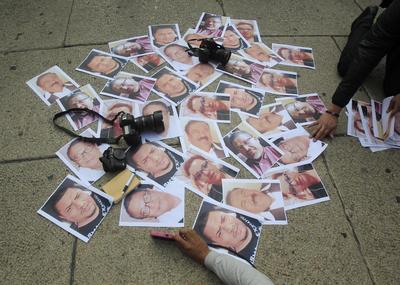 El mensaje fue reforzado con fotografías de los periodistas asesinados en las últimas semanas.