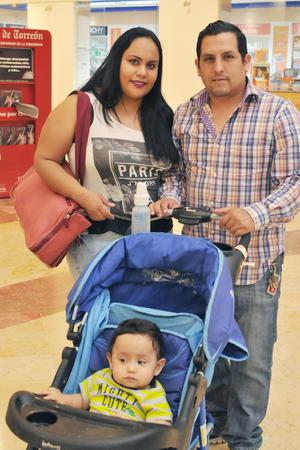 17052017 EN FAMILIA.  Lizeth, Alejandro y Matías.