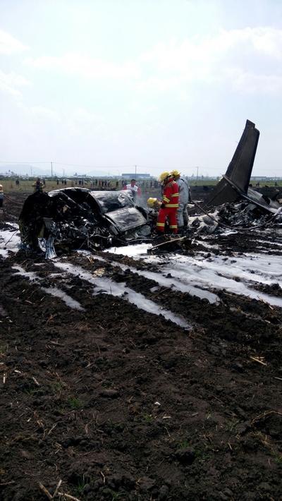 """""""Está totalmente destruida (la aeronave), y aparentemente solamente dos personas perdieron la vida: piloto y copiloto, sin pasajeros"""", comentó Luis Felipe Puente a Reforma."""