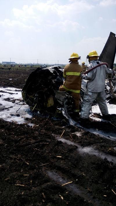 Testigos indicaron que tras el desplome se generó una llamarada de 10 a 15 metros y que el calor alcanzó hasta 200 metros de distancia.
