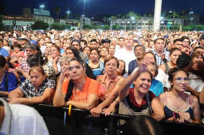 Varios laguneros sin importar su edad mostraron sus mejores pasos al ritmo de los éxitos de Ramón Ayala.