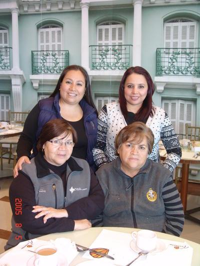 18052017 Aurora, Patricia, Juany y Paty.