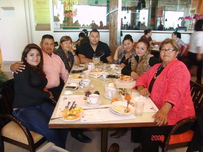 18052017 Leticia, Miguel, Norma, Oliver, Hayde, Mariana y Evelyn.