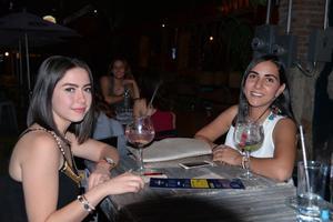 18052017 AMIGAS.  Andrea y Natalia.