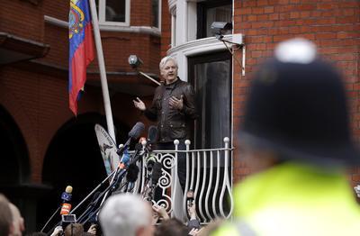"""Assange, de 45 años, prometió además que la organización WikiLeaks no sólo continuará con sus publicaciones sobre las actividades de la CIA en Estados Unidos, sino que las """"incrementará""""."""