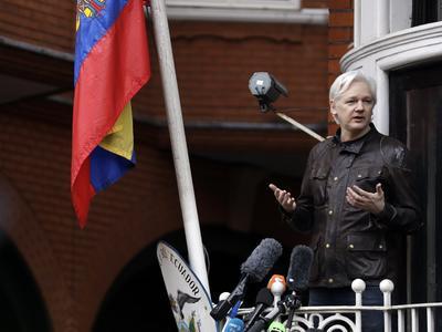 """""""Me gustaría darle las gracias a Ecuador, a su gente y a su sistema de asilo. Estuvieron a mi lado durante mi reclusión, soportando siempre una presión asfixiante"""", subrayó Assange."""