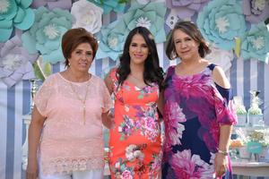 21052017 Con las organizadoras del festejo, Yolanda Solís Ríos y Yolanda Villar Van der Elst.