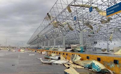 Esta mañana de lunes el mandatario de Tamaulipas, Francisco García Cabeza de Vaca, dijo que el tráfico del Puente Internacional 3 de Nuevo Laredo, será desviado al Puente Internacional Colombia, en Anáhuac, Nuevo León.