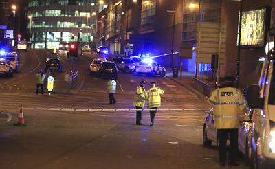 La policía de Manchester informa a través de sus redes sociales evitar la zona.