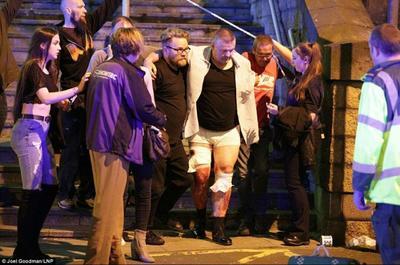 """Según relató una testigo al diario The Guardian, la explosión se escuchó """"bastante fuerte"""", por lo que """"todo el mundo gritó y trató de salir""""."""