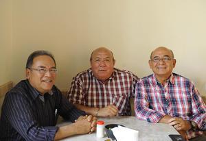 23052017 EN INAUGURACIóN.  Mario, José y Manuel.