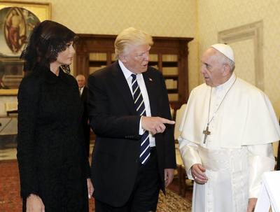 El republicano estuvo acompañado de su esposa Melania.