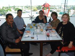 24052017 Luis Enrique, Rolando, Laura, Claudia y Elizabeth.