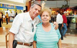 24052017 EN PAREJA.  Arturo y Bertha.