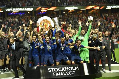 Manchester United venció sin problema al Ajax de Holanda para coronarse en la Europa League.