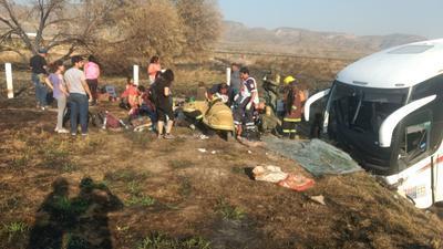 A las 7:45 horas se reportó el percance y al lugar indicado, en el kilómetro 191, se trasladaron los cuerpos de rescate.