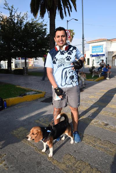 """25052017 Víctor con su perro """"Rocky""""."""