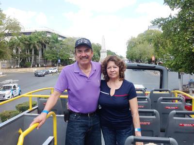 25052017 Gerardo y Carmen en Paseo Montejo en Mérida, Yucatán.