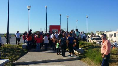 Algunas personas se congregaron en el memorial instalado en Ciudad Acuña para recordar la tragedia de hace dos años.