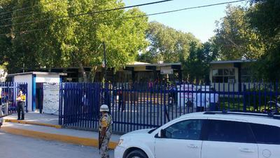 Las autoridades llegaron a las instalaciones del Centro de Bachillerato Tecnológico, Industrial y de Servicios (CBTIS) número 54.