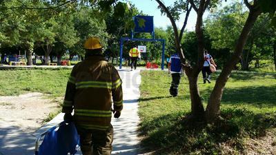 Personal de los diversos cuerpos de rescate, de seguridad, de protección civil y bomberos, comenzaron a desplazarse por las calles de Ciudad Acuña.