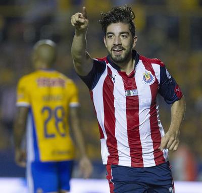 Rodolfo Pizarro generó el segundo de Chivas tras un error de Nahuel Guzmán.