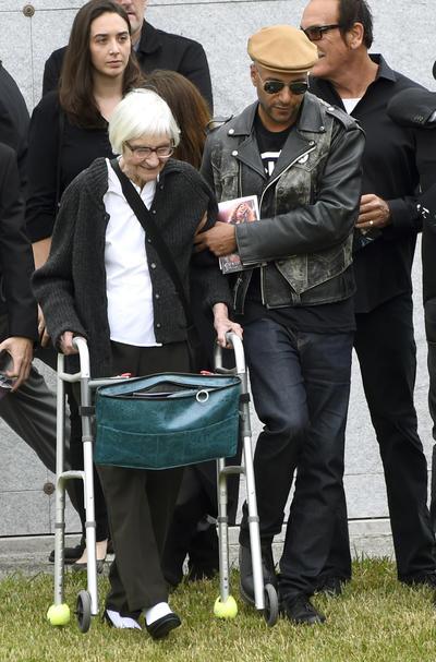 El músico Tom Morello y su mamá Mary Morello.