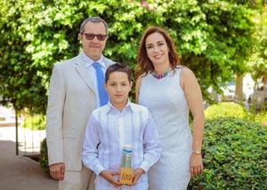 Alonso con sus papás, Mario y Diana