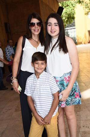 Marisol, Samantha y Sebastián