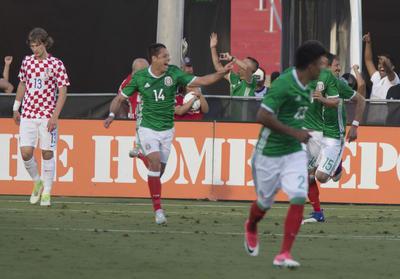 """""""Chicharito"""" Hernández se convirtió en el máximo anotador de la Selección Mexicana con 47 anotaciones en solitario."""