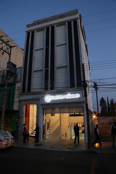 El hotel se ubica en Av. 20 de noviembre #204, Zona Centro.