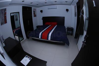 Las 27 habitaciones con espacios confortables y camas Queen Size o King Size cuentan con room service 24 horas, WiFi, servibar, TV por cable y aire acondicionado, entre otros servicios.