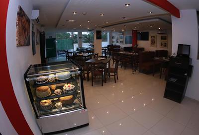 El desayunador ofrece a sus visitantes repostería exclusiva de la casa.