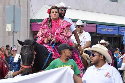 Se sumaron algunos a caballo.
