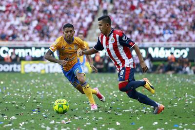 Calderón se encargó de agilizar el medio campo de los suyos.