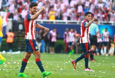 Pulido anotaría excelso gol tras pase largo de Alanís desde el medio campo.