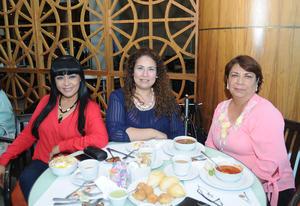 28052017 CELEBRA SU CUMPLE.  María Luisa Rivera con Mary Lara y Lorena Estrada.