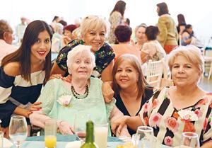 29052017 EN FESTEJO.  Oly, Lourdes, Olivia, Sonia y Delia.
