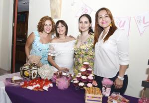 28052017 FIESTA DE CANASTILLA.  Laura Silva acompañada de Gaby, Vero y Yaya, organizadoras del festejo.
