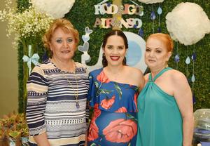 28052017 ESPERA A RODRIGO.  Gabriela Elena Escudero de Castañeda acompañada de su mamá, María Elena de Escudero, y su suegra, Mary Cruz de Castañeda, en su fiesta de canastilla.