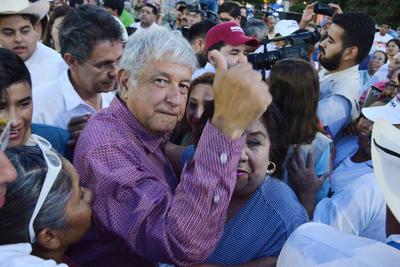 """López Obrador, dijo que lo han comparado con Hugo Chávez y Nicolás Maduro y otos más, a los que dijo no haber conocido, agregó que lo han acusado de tener una gran fortuna, lo cual tampoco es cierto y agregó """"me dicen Peje pero no soy lagarto""""."""