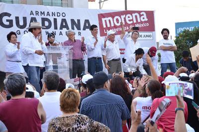 Ante miles de laguneros que se concentraron en la explanada de la Plaza Mayor de Torreón la tarde del lunes, los candidatos a gobernador, diputados locales y alcaldes del Partido Movimiento Regeneración Nacional (MORENA), realizaron su cierre de campaña