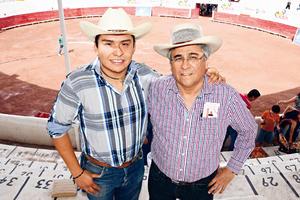 30052017 EN LOS TOROS.  José y Alfonso.