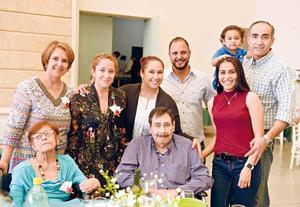 30052017 EN FESTEJO.  Luisa, Becky, Sandra, Uriel, Hugo, Lily, Josef, Rebeca y Desiderio.